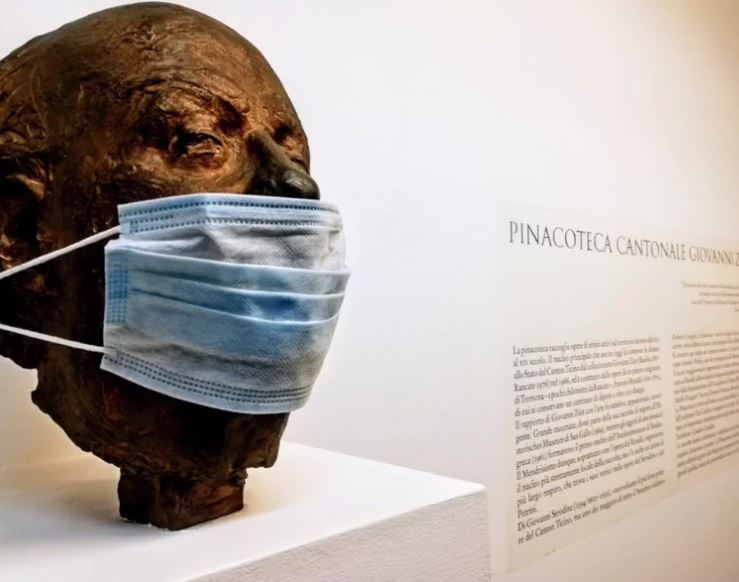 Busto con maschera